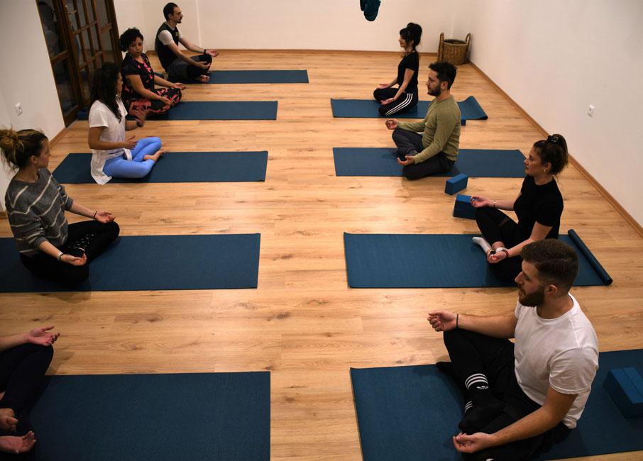 Yoga Συγκέντρωση